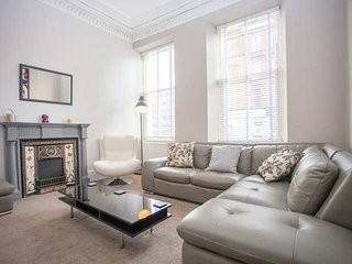 Modern 3 Bedroom Apartment in West End!
