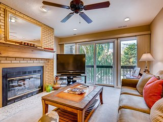 Condo 3 blocks from Park City Mountain lifts w/ fireplace & shared hot tub!