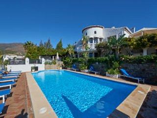 CHANTRY HOUSE, Golf, Free Bar, Jacuzzi, Pool & Table tennis, Mini Football.