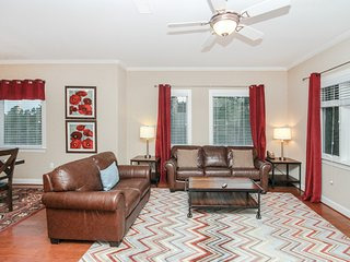 Luxury condo w/ a gas fireplace & private balcony - close to downtown!