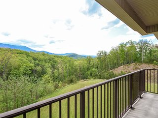 Lovely mountain condo w/ free WiFi, a private balcony, & peaceful nature views
