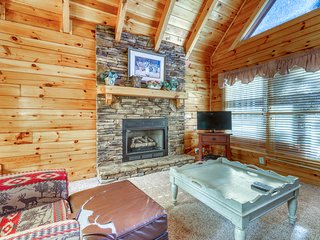 Log cabin with private hot tub, resort pool, and amazing views!