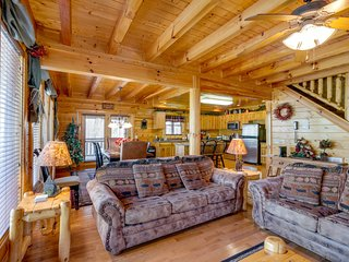 Spectacular woodland log cabin with private hot tub, and game room!