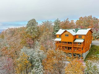 Large dog-friendly cabin w/mountain views, private hot tub, & shared pool!