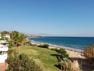 Lush gardens, Front line, Beach, Large terrace, Modern, 2 bed, 2 bath, Sleeps 5