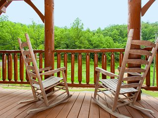 Expansive cabin in Gatlinburg w/pool table, close to everything!
