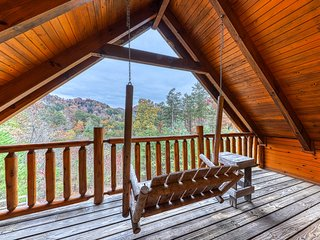 Secluded cabin with private hot tub, pool table, game room, & mountain views