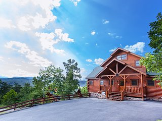 Spacious, dog-friendly log home w/ a private hot tub & beautiful mountain views!