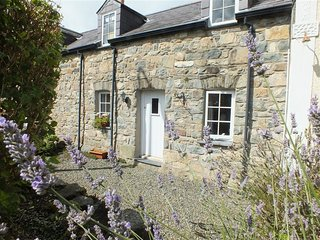MIDDLE COTTAGE, 2 bedroom, Pembrokeshire