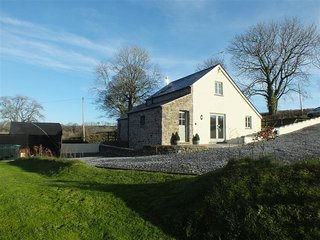 GWYDDNO LODGE, 3 bedroom, Pembrokeshire