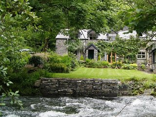 DOVEY VALLEY COTTAGE, 2 bedroom, Powys