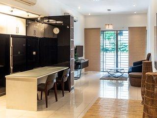 Spacious & Clean 2 Bedroom Condo In Prime Location