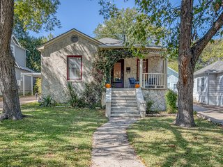 Gorgeous Austin Home + Hot Tub, Close To It All