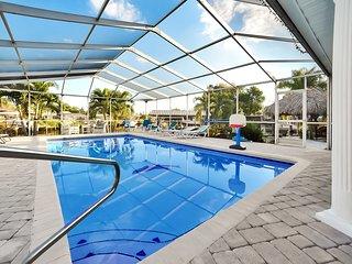 Apollo Beach Home w/ Pool, Room To Entertain, Pet Friendly!
