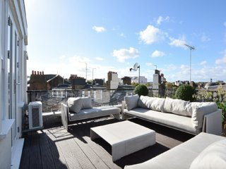 4 bedroom 4 bathroom Penthouse offering spectacular views across Little Venice