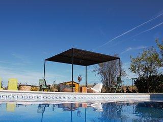 Precioso chalet con piscina y barbacoa. Vive la experiencia de estar en el campo