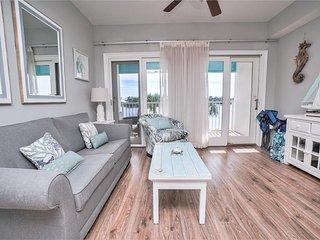 Carillon Beach Inn 208 - Lakefront!