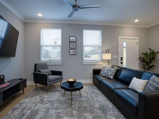20% off Bookings through August ~ 4 Miles to Downtown ~ Walk to Grocery Store, C