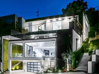 MODERN BEVERLY HILLS ESTATE