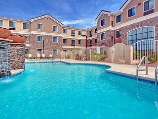 Outdoor Pool + Free Breakfast + Free Wi-Fi | Near Tucson Airport