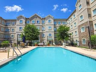 Free Breakfast + Free Wi-Fi + Outdoor Pool | Close to Austin Airport