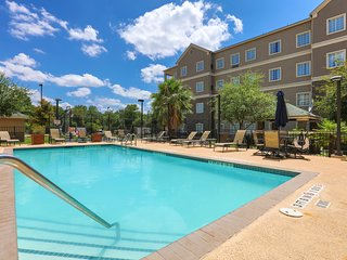 Close to Austin Airport | Free Breakfast + Outdoor Pool + Free Wi-Fi