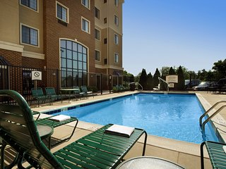 Close to Baltimore BWI Airport | Free Breakfast +  Outdoor Pool + Hot Tub