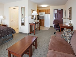 Studio Close to the Airport!   Free Breakfast + Indoor Pool + Hot Tub