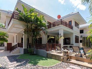 Stunning Villa with pool and billiard table