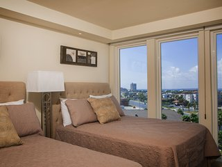 Amazing Bayview! Spacious living & dinning room 1 BR condo. Pet Friendly