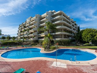 Spacious 3 bedroom, 3 bathroom apartment, WiFi,  very close to San Pedro