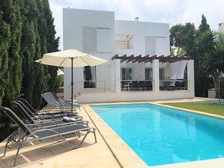 Villa Ohana, modern villa in the old town center of Cala d´Or
