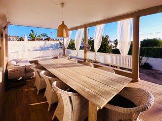 Villa 0 es 3 totalmente reformada,jardin,barbacoa,billar, wiffi,playa 400mts