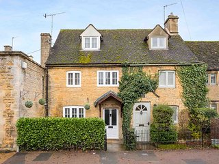 Station Cottage is a pretty home nestled in the heart of Bourton-on-the-Water.