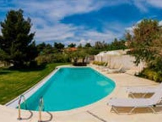 Bouganvillia Seafront Villa 4 bedrooms