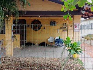 Casa Amarela aconchegante para família e amigos