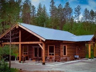 Rustic Luxury - Montana Log Cabin on Glacier's Doorstep