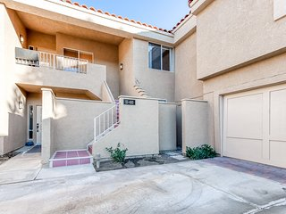 Gorgeous condo w/golf course and mountain views and shared pool & spa!