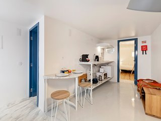 Beautiful 1-Bedroom Apt in Lisbon *NO TV*