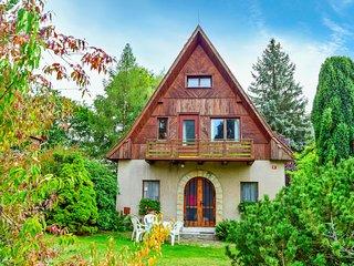 Beautiful home in Jestrebice w/ 3 Bedrooms