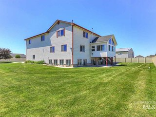 MASSIVE entertainment home for Large Groups & Company Events.