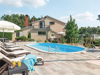 Nice home in Pazin w/ WiFi, Outdoor swimming pool and 3 Bedrooms