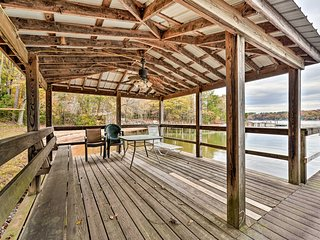 NEW! Lakefront Cottage - Swim, Boat, Fish & Golf!