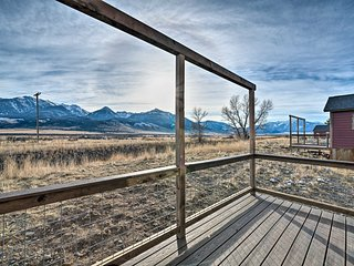 NEW! Romantic Mtn Getaway - 1 Hour to Yellowstone!
