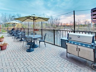 Suite Near the Heart of Chicago | Free Shuttle + Complimentary Breakfast