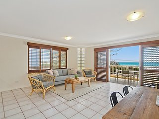 Beach Pines 5 - enjoy relaxed North Kirra Beachfront vibes