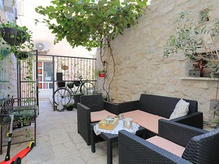Makarska Apartment Sleeps 8 with Air Con - 5822485