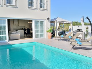 2 bedroom Villa with Pool, Air Con and WiFi - 5822230