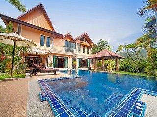 ★Colorful Thai Heaven★  Hot Tub   Pool   Parking