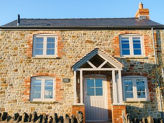 Sleeps 2 Luxury, Modern, Romantic Cottage perfect for couples, walkers,cyclists
